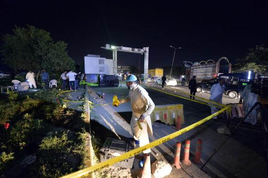 पाकिस्तान में विस्फोट, पुलिसकर्मी की मौत, 11 घायल