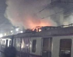 मुंबई में वाशी स्टेशन पर लगी आग, मची अफरा-तफरी