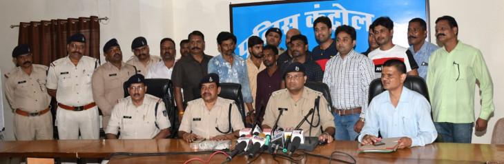 पहले रैकी करते थे, फिर देते थे वारदात को अंजाम- 4 आरोपी हिरासत में, 2 की तलाश जारी