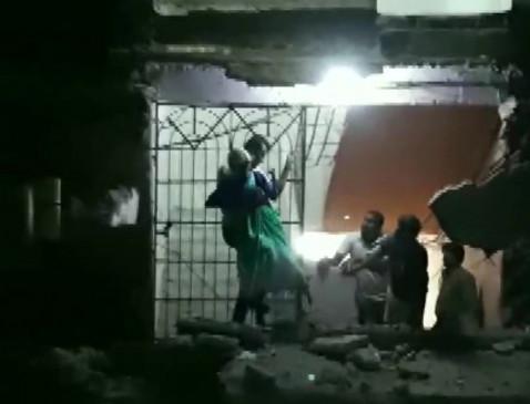 महाराष्ट्र : पालघर में गिरा 4 मंजिल इमारत का बड़ा हिस्सा, बच्ची की मौत