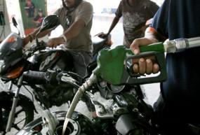 Fuel Price: पेट्रोल और डीजल की कीमतों में लगातार दूसरे दिन हुई कटौती, जानें आज के दाम