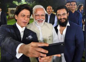 गांधी@150: मनोरंजन जगत की हस्तियों से मिले PM मोदी, बापू के विचारों पर की चर्चा