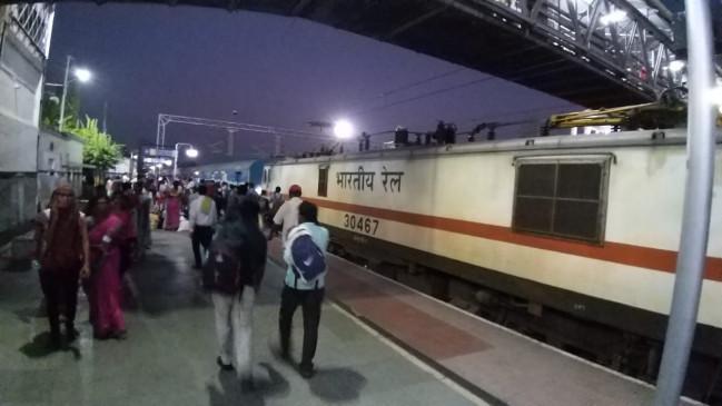 न जाने क्या सोचकर स्टेशन पहुंची युवती, अचानक ट्रेन के सामने लगा दी छलांग - मौत