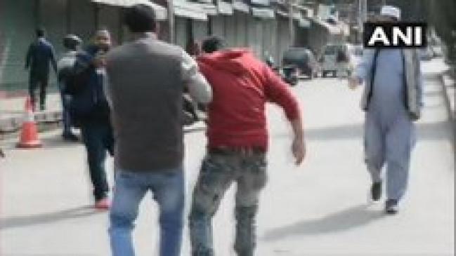 जम्मू-कश्मीर में डीसी ऑफिस के बाहर सुरक्षाबलों पर ग्रेनेड हमला