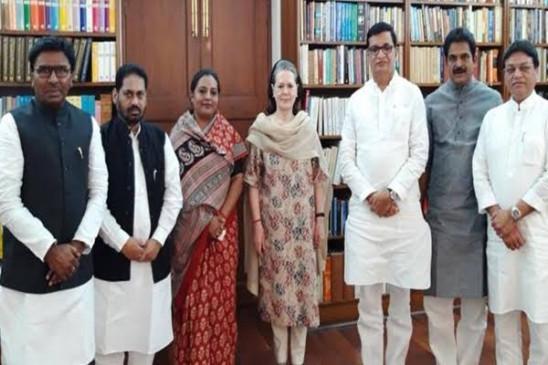 हाईकमान चुनेंगी महाराष्ट्र कांग्रेस विधायक दल का नेता, मिल सकते हैं थोरात, पवार से हुई बात
