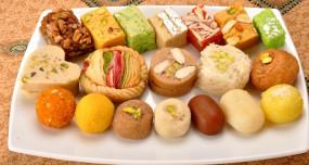 Diwali 2019: बाजार की मिठाईयों को कहें ना... घर पर बनाएं ये आसान मिठाईयां
