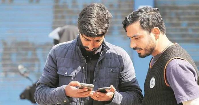 कश्मीर घाटी में पोस्टपेड सेवाएं बहाली के कुछ घंटों बाद, एसएमएस सेवाओं पर लगी रोक