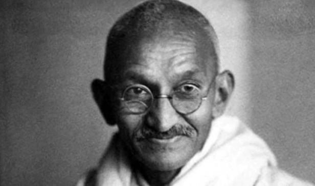 गुजरात के स्कूलों में पूछा गया चौंकाने वाला सवाल, गांधीजी ने आत्महत्या कैसे की?