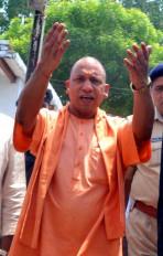 योगी राज में ढहाया गया गोरखपुर के भाजपा पार्षद का अवैध कब्जा