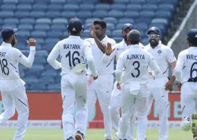 IND vs SA : ड्राइविंग सीट पर टीम इंडिया, 275 पर द. अफ्रीका ऑलआउट
