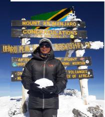 भारत की पर्वतारोही भावना डेहरिया ने अफ्रीका की सबसे ऊंची चोटी किलिमंजारों पर मनाई दिवाली