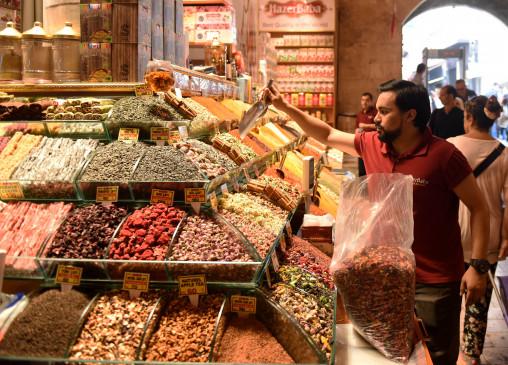 पाकिस्तान में एक सप्ताह में महंगाई 18 फीसदी से अधिक बढ़ी