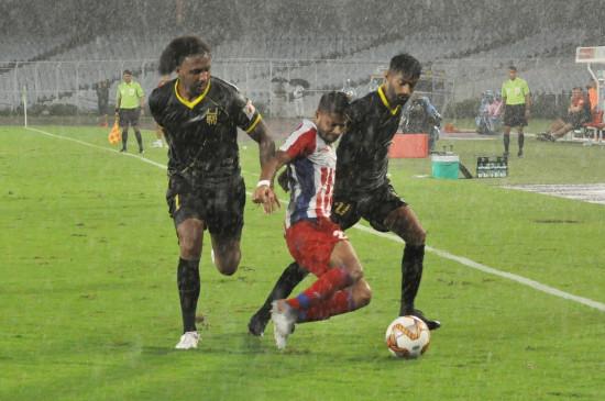 आईएसएल-6 : एटीके की धमाकेदार वापसी, हैदराबाद एफसी को 5-0 से हराया