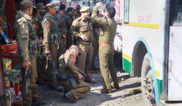जम्मू-कश्मीर: बस में मिला 15 किलो विस्फोटक, हमले की साजिश नाकाम