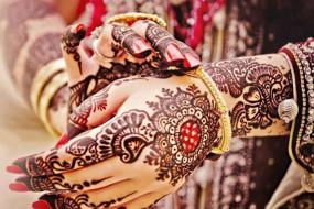 Karwa Chauth: मेहंदी के डार्क रंग के लिए अपनाएं ये टिप्स एंड ट्रिक्स