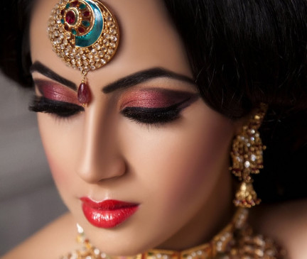 Karva Chauth Special: आंखों के मेकअप के लिए फॉलो करें ये ट्रेंड, दिखेंगी स्टाइलिश