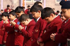 कश्मीर घाटी: आज से खुले स्कूल, हिरासत से छूटे नेताओं की हुई बैठक