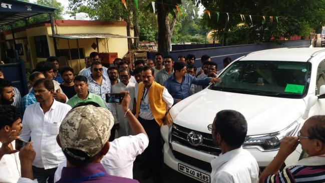 नागपुर में बीजेपी उम्मीदवार के काफिले पर हमला, पुणे में भिड़े एनसीपी-शिवसेना कार्यकर्ता, जानिए औरंगाबाद में क्या हुआ