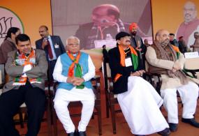 भाजपा संसदीय बोर्ड की बैठक में खट्टर, फडणवीस के नाम पर मुहर : सूत्र
