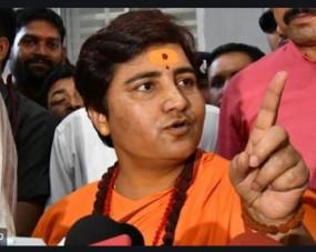 इंदौर में सांसद साध्वी प्रज्ञा का विरोध,पोस्टर में बताया 'हिंसा की पुजारन'