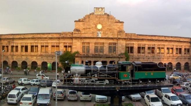 आयकर विभाग की बड़ी कार्रवाई : रेलवे स्टेशन पर मिला 2 किलो सोना