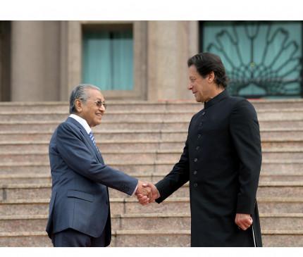 पाम तेल की मार पर बोले मलेशियाई PM- कुछ भी हो, कश्मीर पर रहेंगे पाक के साथ