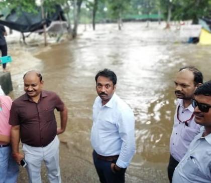 चित्रकूट में मंदाकिनी उफान पर : डूब गए घाट, दुकानों में घुसा बाढ़ का पानी