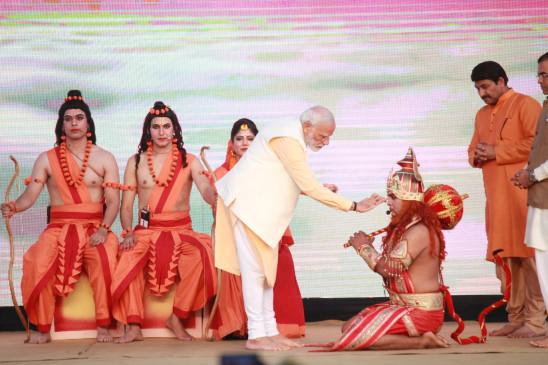 मोदी दशहरा उत्सव में शामिल हुए, जल, ऊर्जा संरक्षण का किया आह्वान