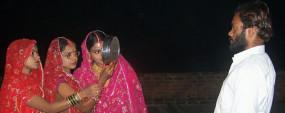 3 बहनों का एक पति, सबने मिलकर मनाया करवाचौथ