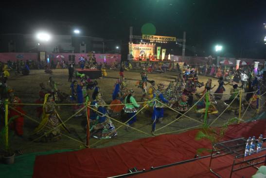 डांडिया के संग भक्ति के रंग, दैनिक भास्कर गरबा महोत्सव की धूम