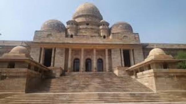 नागपुर हाईकोर्ट : अवैध तरीके से मदद के आरोप पर मुश्किल में निर्वाचन अधिकारी