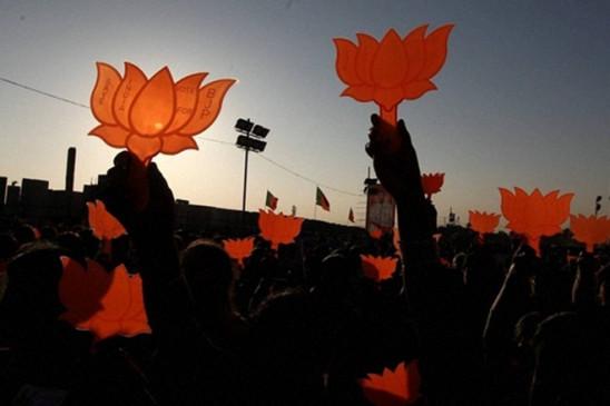 एनसीपी विधायक वडकुते भाजपा में शामिल, मुंबई कांग्रेस उपाध्यक्ष चित्रसेन ने छोड़ी पार्टी