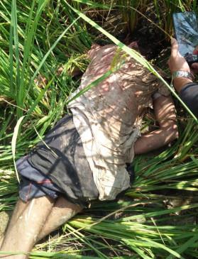 जमीन के विवाद में भतीजों ने की चाचा की हत्या - खेत में मिली लाश