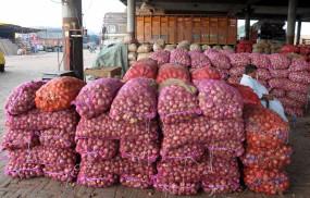 पाकिस्तान में प्याज का दाम 100 रुपये किलो तक पहुंचा