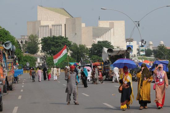 पाकिस्तान : अल्पसंख्यकों के मूल अधिकारों के मामलों के लिए पीठ के गठन का आदेश