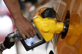 Fuel Price: पेट्रोल- डीजल एक महीने बाद हुआ सस्ता, जानें आज के दाम
