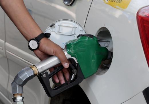 पेट्रोल, डीजल के भाव लगातार दूसरे दिन घटे, उपभोक्ताओं को राहत