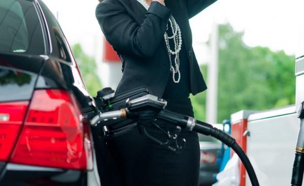 Fuel Price: पेट्रोल 7 पैसे और डीजल 11 पैसे तक हुआ सस्ता, जानें आज के दाम