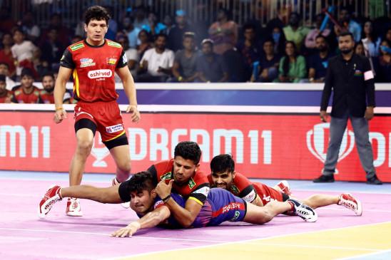 पीकेएल-7 : बेंगलुरू बुल्स को बाहर कर दबंग दिल्ली पहली बार फाइनल में