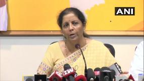 PMC बैंक खाताधारकों ने किया हंगामा, वित्त मंत्री ने दिया ये आश्वासन