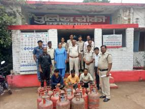पुलिस ने पकड़ा गैस सिलेंडर चोर गिरोह, 318 जब्त - कर्मचारी निकले चोर