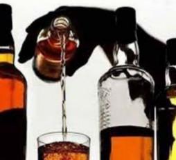 ढाबा में टकरा रहे जाम, शराब परोस रहे होटल और ढाबे पर पुलिस ने मारा छापा