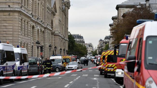 पेरिस पुलिस हेडक्वार्टर में कॉप्स पर चाकू से हमला, चार की मौत, एक घायल