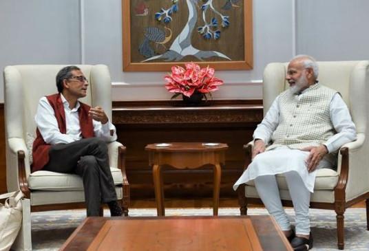 पीएम मोदी ने की नोबल विजेता अभिजीत बनर्जी से मुलाकात, बोले - भारत का गर्व हैं