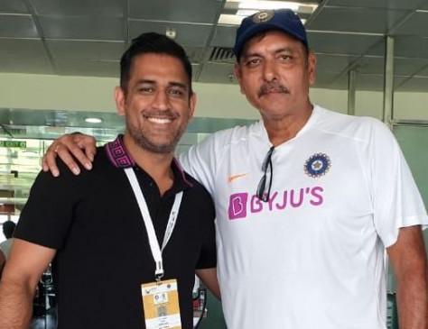 रांची: भारत की जीत के बाद धोनी ने की टीम से मुलाकात