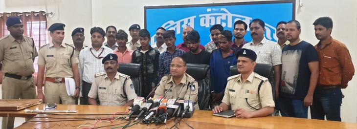 शातिर चोरों के साथ कबाड़ी भी पकड़ाया, 7 लाख के वाहन बरामद