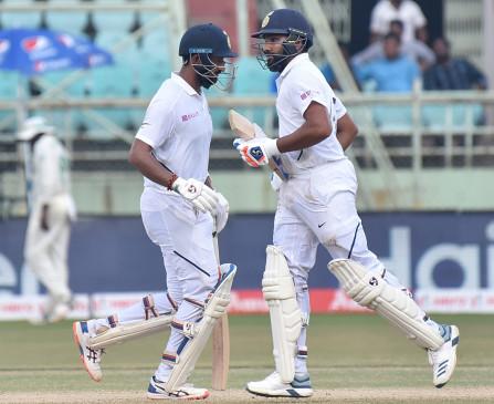 टेस्ट की दोनों पारियों में शतक लगाने वाले छठे भारतीय बने रोहित