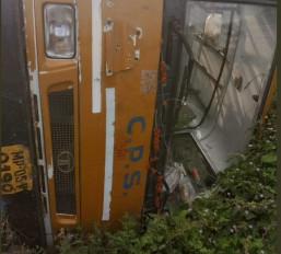 मप्र : होशंगाबाद में स्कूल बस पलटी, पांच बच्चे घायल