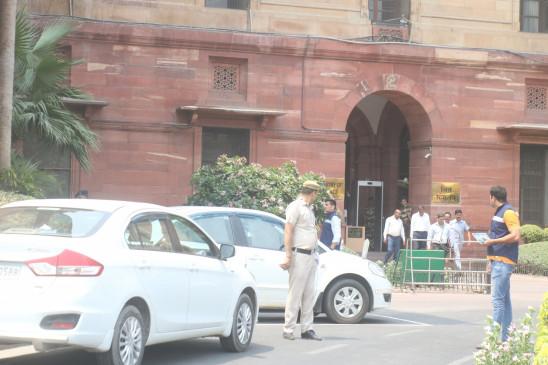 हरियाणा चुनाव के मद्देनजर दिल्ली में सुरक्षा चुस्त