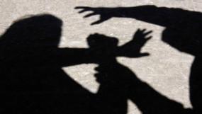 शादी का झांसा देकर युवती का करता रहा यौन शोषण, मां बनते ही छोड़कर भागा